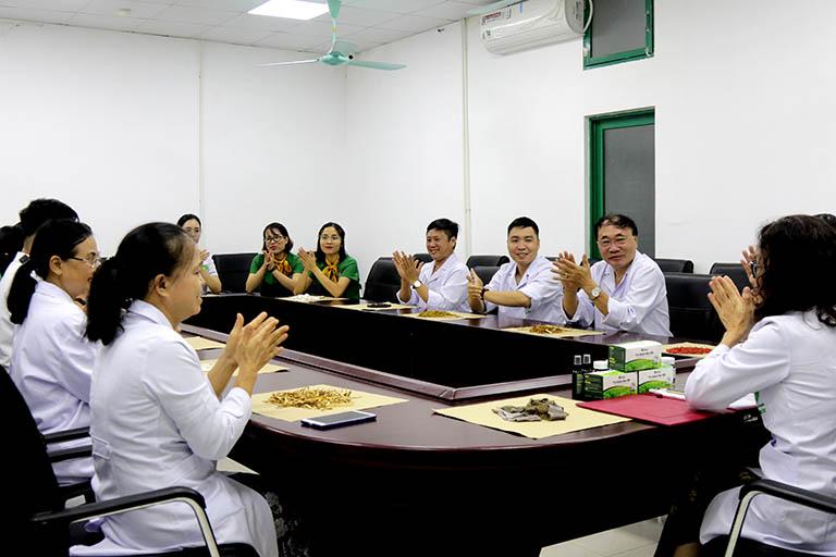 Các bác sĩ tại Tổ hợp y tế cổ truyền biện chứng Quân Dân 102