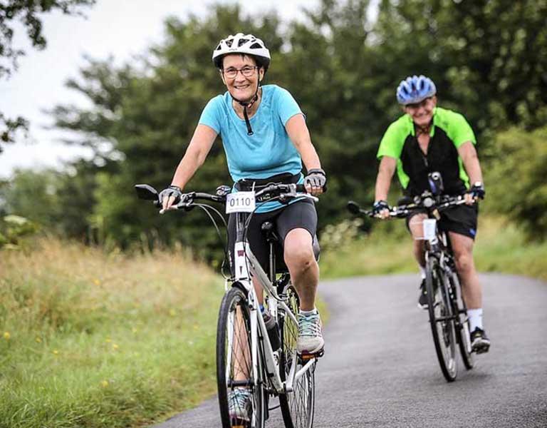 Đạp xe cũng là cách chữa thoát vị đĩa đệm tại nhà hiệu quả