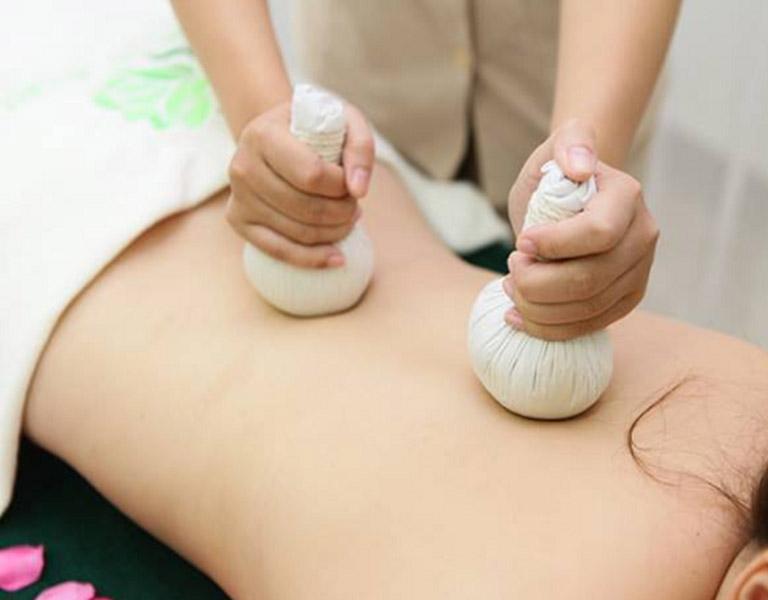 Cách chữa thoát vị đĩa đệm tại nhà bằng phương pháp nhiệt cho hiệu quả trong việc giảm đau và giảm viêm