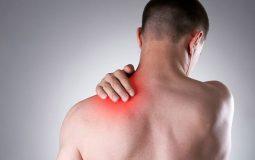 Đau nhức hai bả vai là triệu chứng thường thấy ở người bệnh