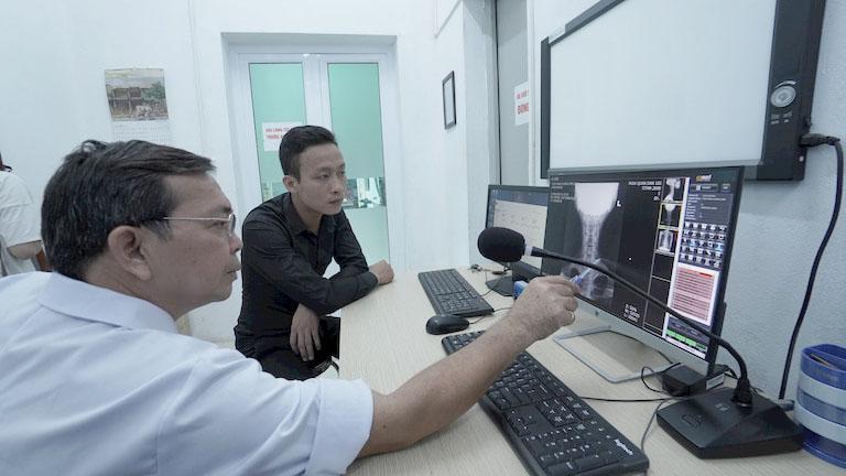 Thăm khám Tây y để có nhận chẩn đoán chính xác nhất về tình trạng bệnh