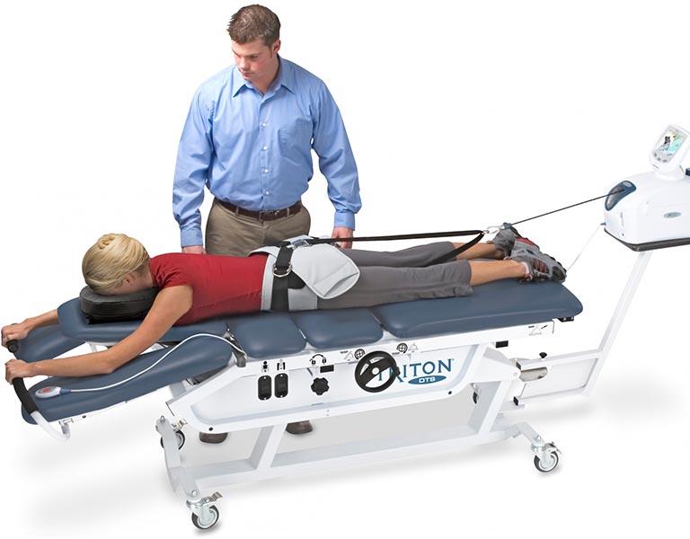 Vật lý trị liệu thoát vị đĩa đệm với phương pháp dùng lực kéo cột sống