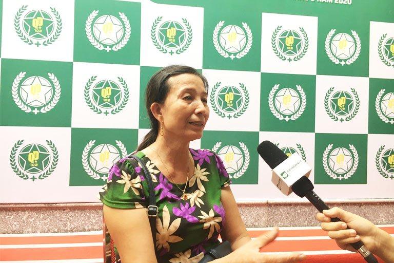 Cô Hoàng Thị Hường hiện đang điều trị hiệu quả căn bệnh viêm đa khớp bằng bài thuốc Cốt Vương Thần Hiệu Thang