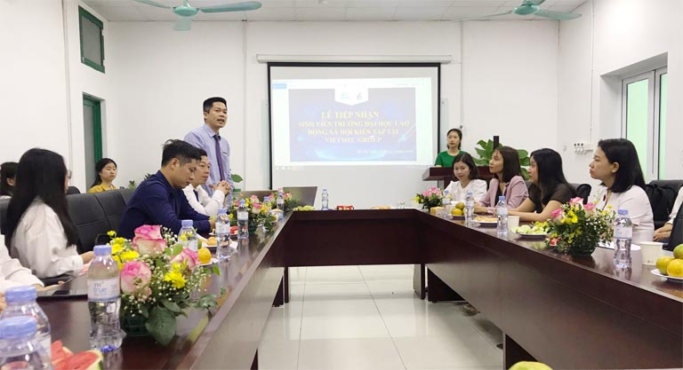 Ông Nguyễn Quang Hưng đại diện ban lãnh đạo Tập đoàn phát biểu tại sự kiện