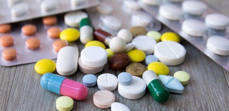Dùng thuốc Tây y thường là cách chữa thoái hóa đốt sống lưng đầu tiên mà người bệnh nghĩ đến