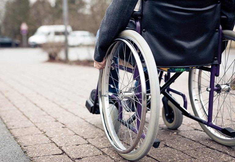Một số trường hợp người bệnh bị bại liệt do đau gối chân kéo dài
