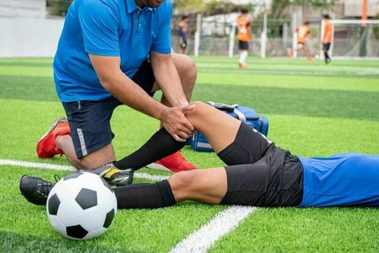 Đau khớp gối trái, phải do chấn thương sẽ để lại hệ quả nghiêm trọng nếu không xử lý nhanh chóng