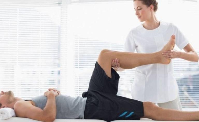 Bài tập vật lý trị liệu rất tốt cho những người bị đau đầu gối bên trái