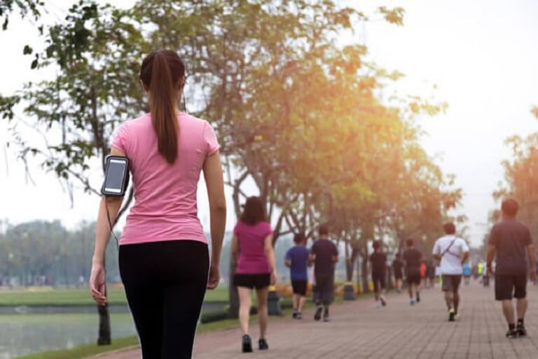 Bệnh nhân khô khớp gối nên kết hợp dinh dưỡng và chế độ tập luyện để phục hồi nhanh hơn