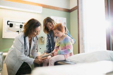 Viêm khớp háng ở trẻ em là bệnh lý gì? Cách điều trị dứt điểm