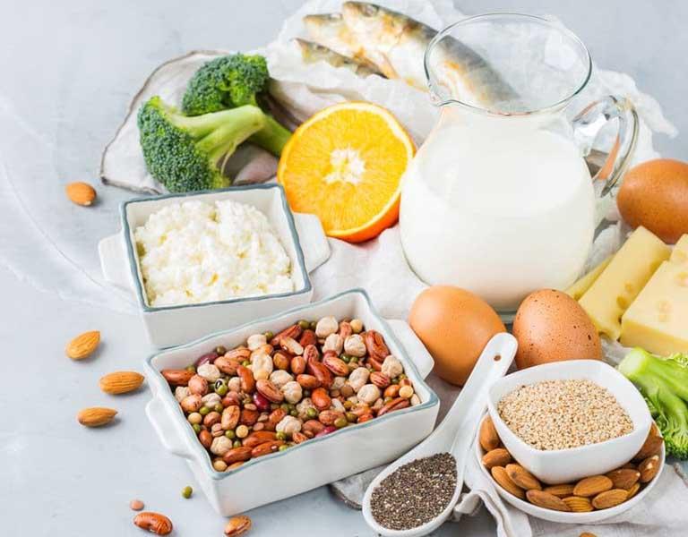 Người bệnh nên sử dụng những thực phẩm giàu canxi để tăng độ cứng chắc cho xương khớp