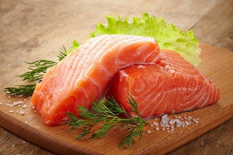 Các loại cá béo là thực phẩm cực tốt cho người bị đau xương khớp