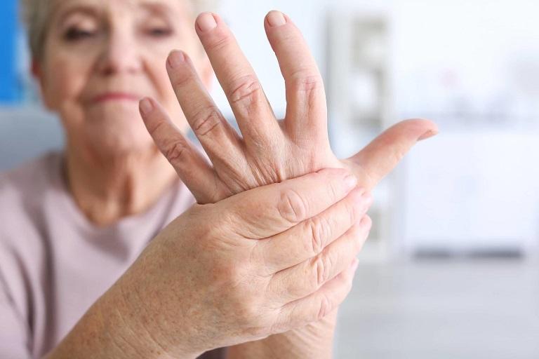 Xương khớp bị thoái hóa do tuổi tác là nguyên nhân gây bệnh thường thấy