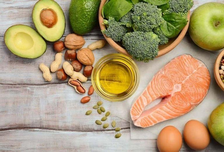 Chế độ dinh dưỡng cũng đóng một phần quan trọng trong điều trị viêm đa khớp dạng thấp