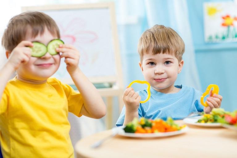Chế độ dinh dưỡng phù hợp giúp trẻ tăng cường sức đề kháng, để lùi bệnh hiệu quả hơn