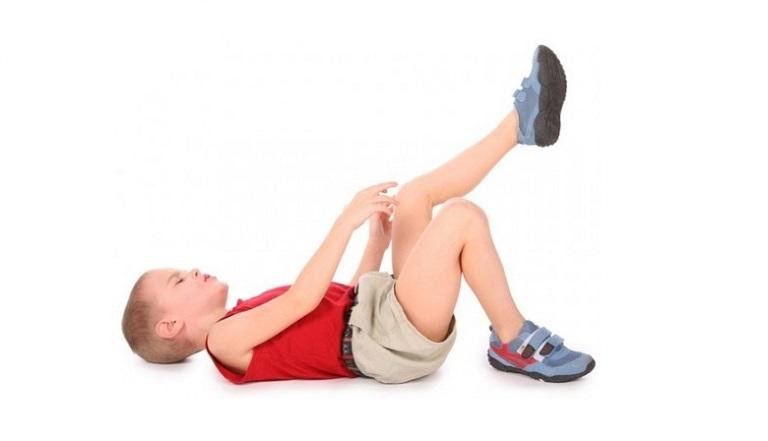 Viêm khớp cấp ở trẻ không phải bệnh quá nguy hiểm nhưng cần sớm được điều trị để tránh hậu quả đáng tiếc