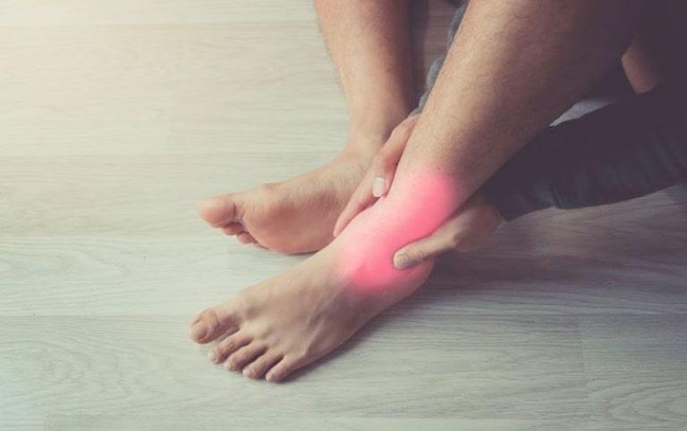 Người bệnh rất quan tâm đến cách điều trị viêm khớp cổ chân hiệu quả nhất