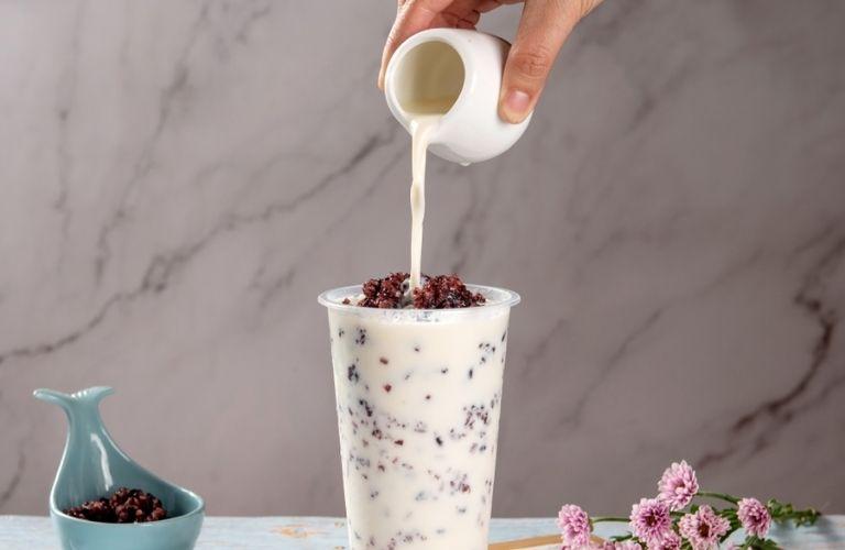 Sữa chua nếp cẩm thơm ngon, dễ ăn