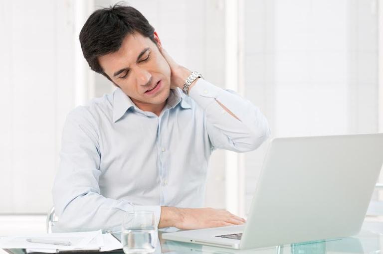 Dân văn phòng là nhóm đối tượng mắc đau vai gáy khá nhiều