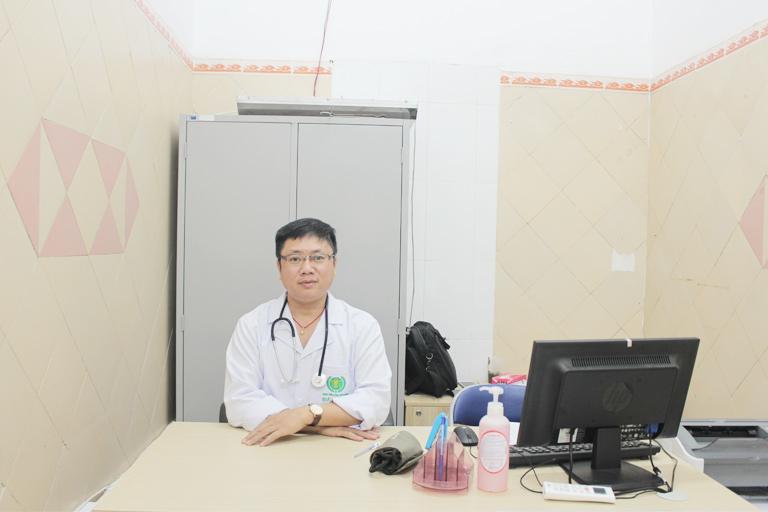 Lương y Phùng Hải Đăng với hơn 20 năm kinh nghiệm khám chữa xương khớp bằng Y học cổ truyền