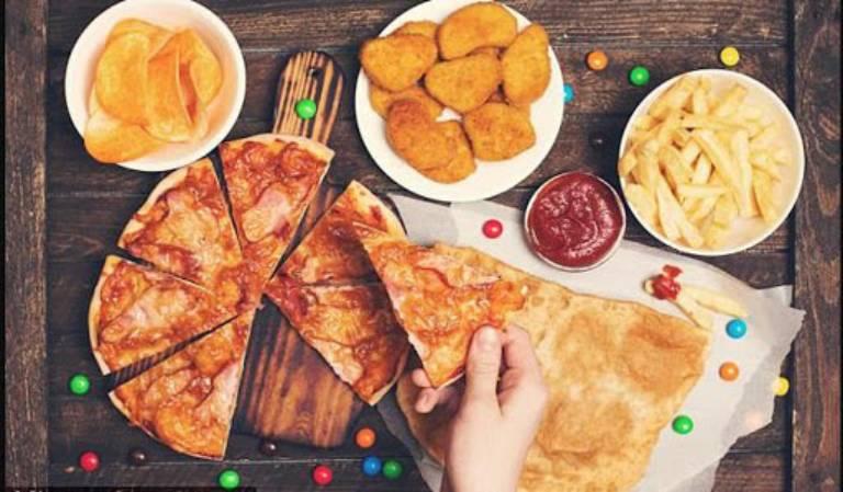 Người bệnh cần hạn chế sử dụng thức ăn nhanh