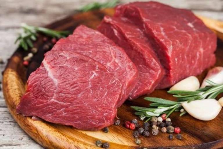 Thịt đỏ không tốt cho người mắc bệnh viêm quanh khớp vai