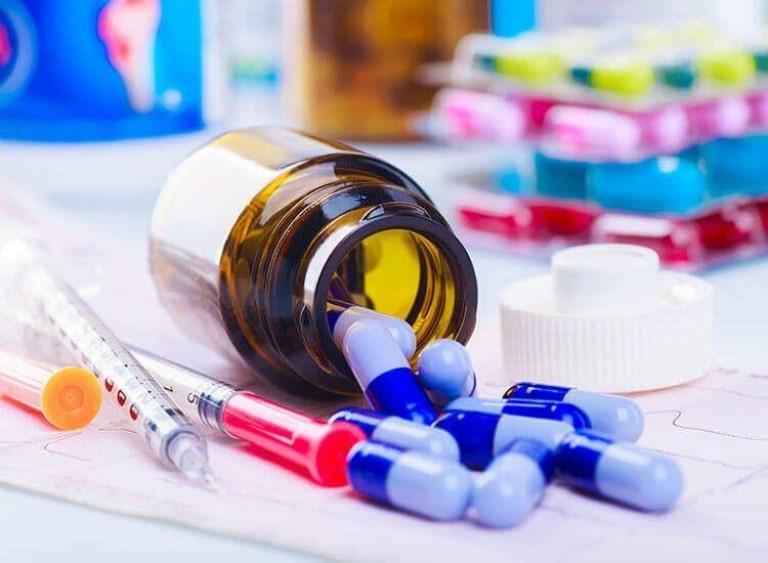 Các loại thuốc được kê đơn chữa đau khớp gối gồm thuốc dạng uống và dạng tiêm