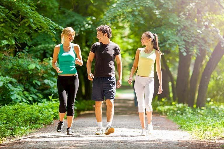 Đau khớp háng có nên đi bộ với cường độ tập luyện phù hợp