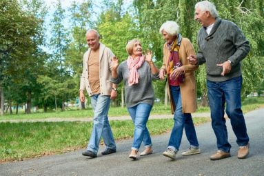 Bị bệnh viêm khớp gối có nên đi bộ không? [Chuyên gia giải đáp]