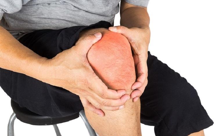 Viêm bao hoạt dịch khớp gối gây đau nhức khớp khi lên xuống cầu thang