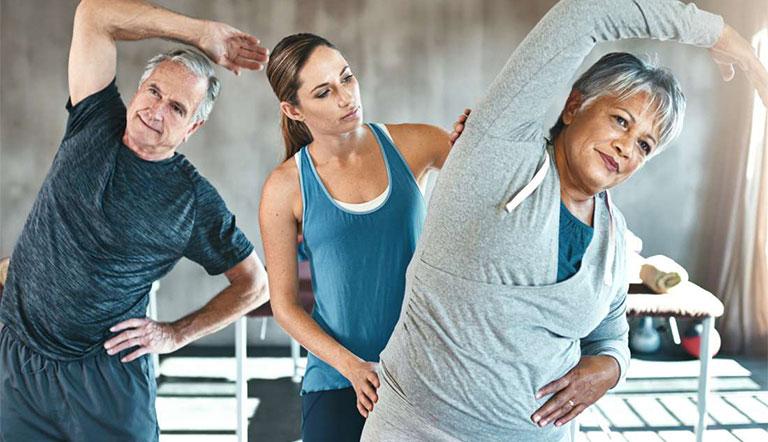 Bệnh nhân nên tập luyện nhẹ nhàng để tăng cường sự linh hoạt cho khớp