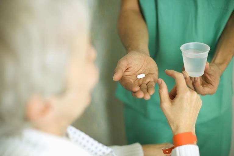 Người chăm sóc bệnh nhân cần hướng dẫn theo dõi sử dụng thuốc
