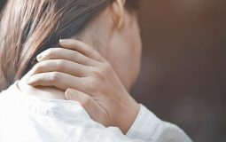 Đau vai gáy sau khi sinh mổ: Nguyên nhân và cách xử lý an toàn