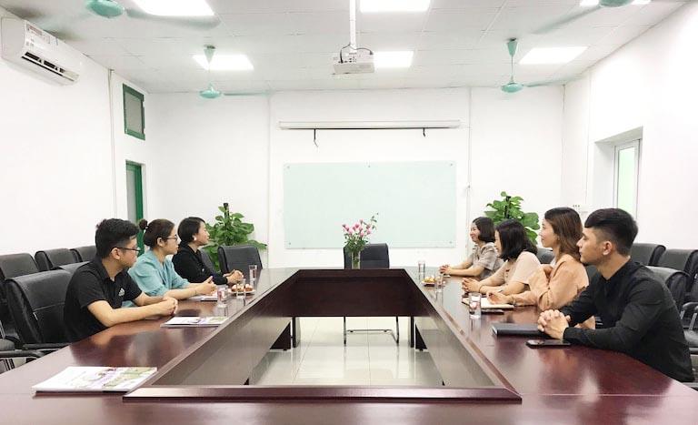 Hai bên đơn vị dành thêm thời gian trò chuyện trong buổi ký kết