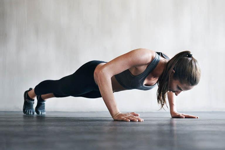 Khi luyện tập nếu thấy đau nhức thì nên dừng lại để tránh tổn thương đến cột sống