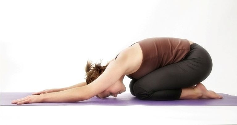 Động tác yoga đứa trẻ giúp gia tăng sự dẻo dai đốt xương