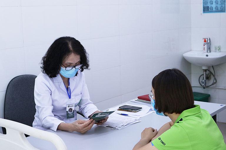 Đi khám ngay khi gặp các triệu chứng đau nhức vai gáy nhiều ngày không khỏi đảm bảo không gây biến chứng về lâu dài