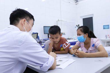 Liên hệ ngay cơ sở y tế nếu trẻ có vấn đề xương khớp nghiêm trọng
