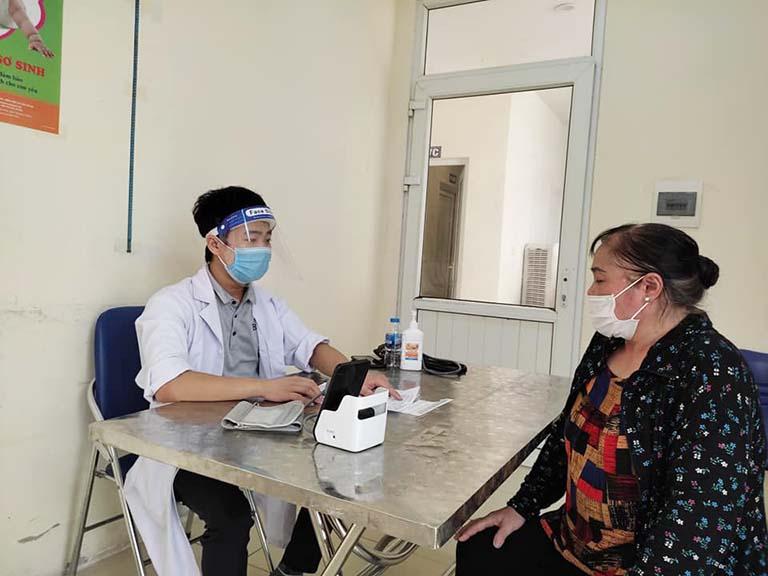 Công tác tiêm chủng ưu tiên người có bệnh lý nền, người già trên 65 tuổi và những người có nguy cơ mắc bệnh cao
